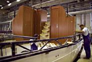 La falegnameria viene realizzata a terra e montata a bordo