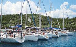 Le undici barche della flotta alla fonda